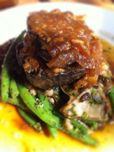 Onion braised beef shoulder with mushrooms, field peas & green beans